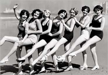 img_Chorus-line-of-30-s-style-bathing-beauties-on-a-beach_CULVER-PICTURES_ref~AY918_mode~zoom