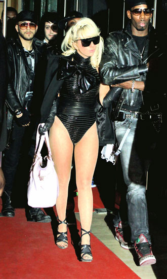 lady_gaga_no_pants_slideshow_c