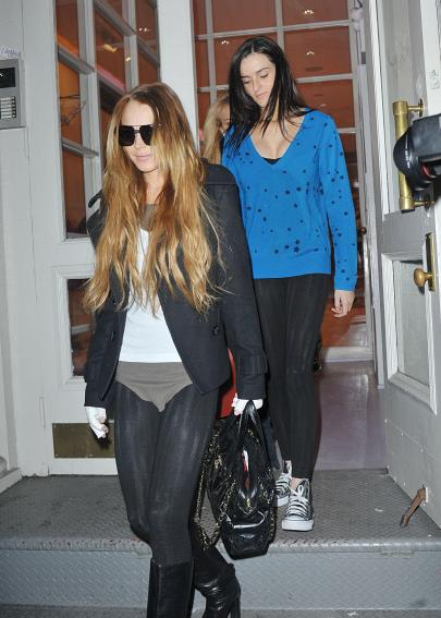 lindsay_lohan_forces_her_leggings_on_ali