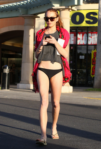 Lindsay Lohan Shopping in Maui