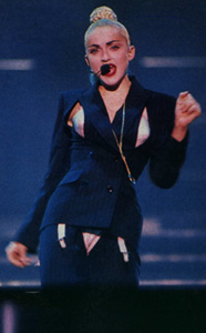 Blond_Ambition_tour30