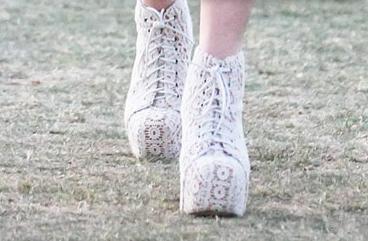 lindsay-lohan-shoes-coachella